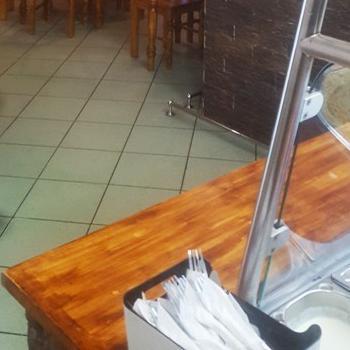 stoliki krzesła lada zsurówką