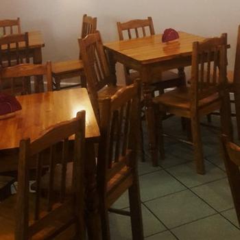stoliki krzesła obraz naścianie